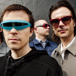 WEEZER TO PLAY SONISPHERE FESTIVAL 2011